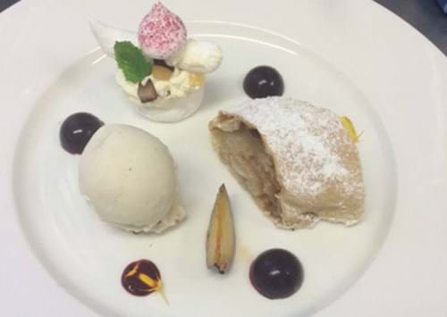 The strudel served with ice cream